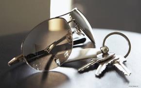 очки,  ключи,  брелок
