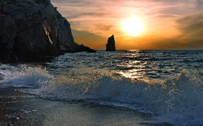море, волна, волны, вода, всплеск, брызги, скалы, берег, песок, солнце, лучи, свет, небо, горизонт, рассвет, утро, природа, пейзаж