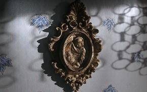 рельеф, бронза, мадонна, стена