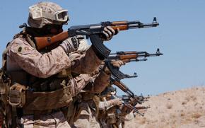 Soldados, Kalashnikov, disparos