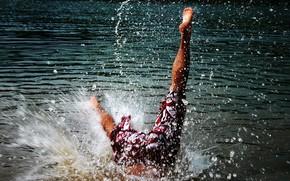 мужчина,  вода,  прыжок,  ноги,  шорты,  капли,  брызги,  лето,  отдых