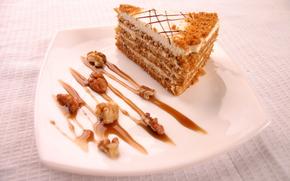 еда,  сладкое,  пирожное,  тортик,  кусочек торта,  пирог,  варенье,  сгущенка,  орехи,  крем,  сливки,  тарелка,  скатерть