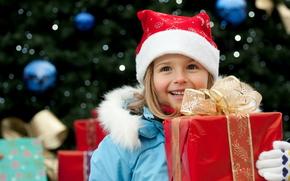 новый год,  праздник,  дети,  девочка,  подарок,  красная,  коробка,  золотая,  лента,  бант,  голубая,  куртка,  шапочка,  перчатки,  улыбка