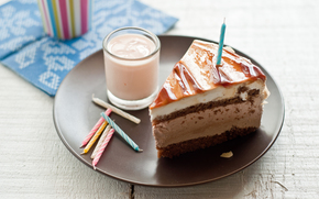 день рождения,  торт,  свечки,  тарелка,  стакан,  молоко,  бисквит,  крем