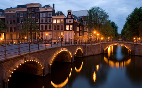 перекрёсток двух каналов, перекресток, канал, сумерки, Амстердам, Нидерланды, мост, угол, огни