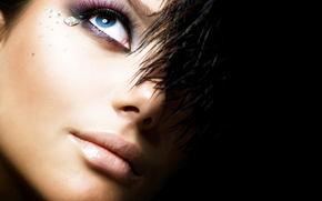 девушка, черный фон, глаз, перья, стразы, макияж