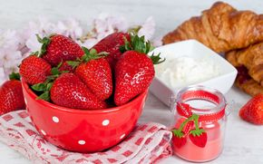 strawberry, sour cream, buns