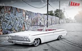 классика, передок, импала, тюнинг, шевроле, белый, диски, хром, стена.графити, логотип, Chevrolet