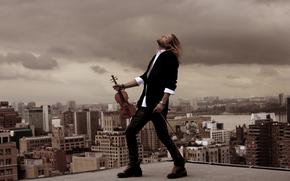 дэвид гаррет, музыкант, скрипач, скрипка, ветер, волосы, крыша, здания, момент, костюм