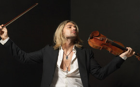 David Garrett, musician, violinist, violin, bow, coat