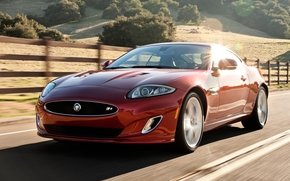 Ягуар, купе, суперкар, красный, передок, дорога.изгородь, холм, блик, Jaguar