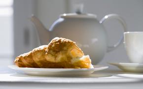 saucer, kettle, cup, croissant