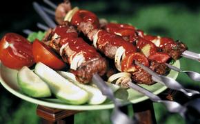 еда, шашлык, мясо, кетчуп, овощи, огурцы, помидоры, шампуры