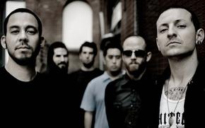 group, Chester, Mike Shinoda, darkened photo