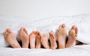 ноги, пяточки, ступни, одеяло