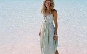 music, singer, Shakira, girl, blonde, hair, curls, light blue, summer, dress, Beads, Bracelets, beach, water, sea