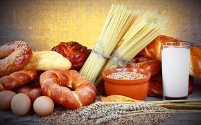 тарелка, стакан, молоко, спагетти, хлеб, булки, яйца, зерно
