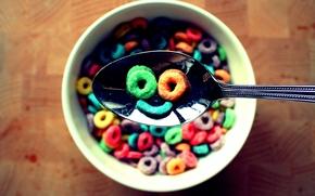 хлопья, цветные кружки, миска, ложка, улыбка, боке