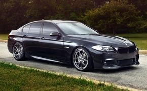 BMW, berlina, nero, anteriore, Sintonia, strada, erba, alberi, sfondo, BMW