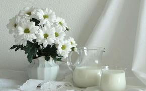 молоко, цветы, светлые тона