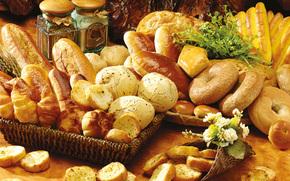 корзины, стол, баночки, выпечка, хлеб, ломти, булочки, сушки, батоны, цветы