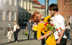 pair, guy, girl, Ginger, dress, Smile, column, city, people, Flowers, bouquet, Tulips, positive