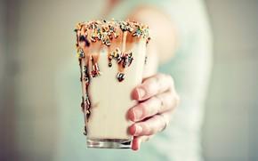станкан, коктейль, напиток, молоко. цветыне, яркие, какие-то штучки)), шоколад, рука, ногти