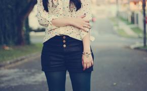 девушка, шорты, браслет, рубашка
