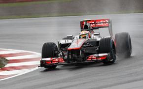 McLaren, Hamilton, Feuerball