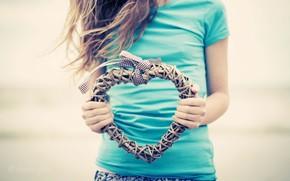 stato d'animo, ragazza, capelli scuri, tessitura, ghirlanda, cuore, cuore, arco, arco, vento, profumatamente, sfondo