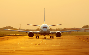 Boeing, bei Sonnenuntergang, Goldgrund, Vzletka