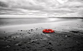 море, берег, спасательный круг