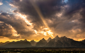 USA, Wyoming, rocky mountains, valley, forest, river, sky, clouds, light, rays