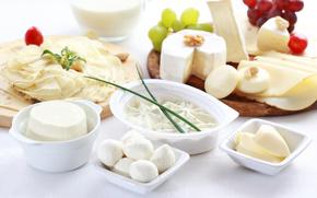 молоко, сыр, виноград, орехи, зелень