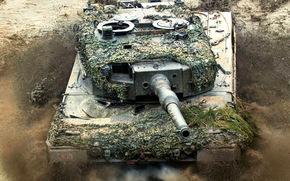Tank, Hintergrund