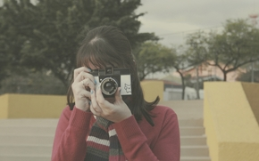 Humeur, fille, brunette, appareil photo, charpe, rue, Ville, fond, papier peint