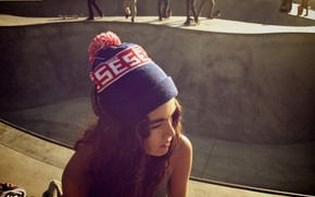 настроения, девушка, брюнетка, лицо, шапка, кудри, солнце, улица, люди, фон, обои