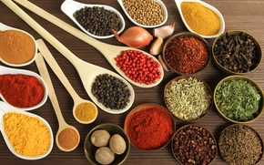 spices, seasoning, dishes, bowls, pepper, cumin, curry, nut, muscat, onion, garlic