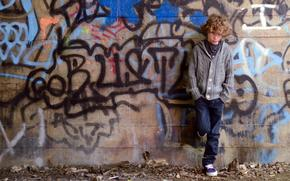 мальчик, стена, настроение