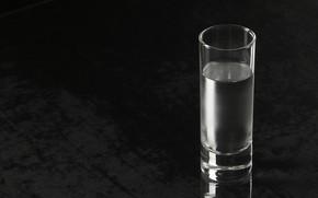 liquore con soda, acqua, Sfondo nero