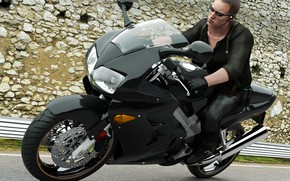 мотоцикл, мужчина, очки, асфальт, черное, камни