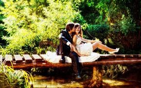 Девушка, красотка, парень, любовь, эмоции, чувства, романтика, природа, речка, мост