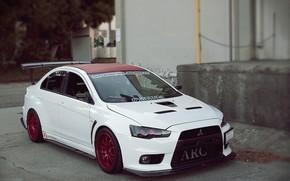 白, Mitsubishi