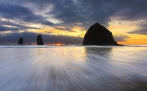 США, Орегон, океан, пляж, берег, скалы, вечер, закат, солнце, небо, тучи