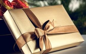 подарок, коробка, золотая, лента, бант, шары, елочные, Рождество, Новый Год, подарки, праздники, Новый год
