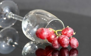 table, reflection, goblet, grapes