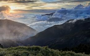 горы, туман, небо, трава, пейзаж, облака, вершина