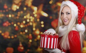 ragazza, biondo, dagli occhi azzurri, maglione, cuffia, rosso, regalo, sorriso, abete, Capodanno, Natale, Capodanno
