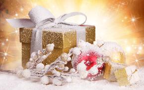 подарок, коробка, золотая, снег, лента, шары, шарики, украшения, ветка, игрушки, новогодние, елочные, Новый Год, Рождество, праздники, Новый год