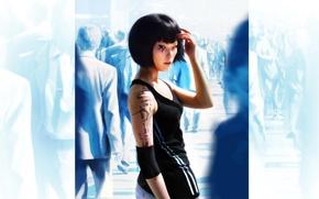 толпа, девушка, татуировка, спортивный, костюм, синий, фон.